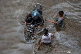 Banjir Kembali Merendam Jalur Pantura-Semarang