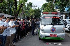 Ribuan warga melepas jenazah Pemimpin Pusat MTA Ustad Ahmad Sukina