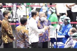 Menkominfo meninjau vaksinasi COVID-19 untuk wartawan