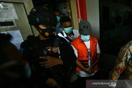 Wabup Ogan Komering Ulu gunakan baju tahanan ke  lokasi pelantikan