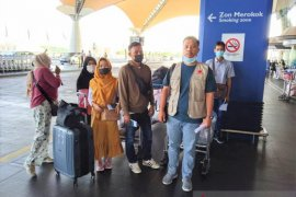 182 pekerja migran dari Malaysia pulang ke Surabaya