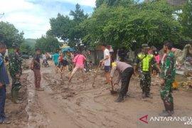 Ratusan rumah di Hu'u Dompu diterjang banjir ganas, petugas gabungan turun ke lapangan
