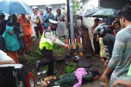 Satu orang meninggal dan belasan penumpang terluka akibat lakalantas di Lombok Utara