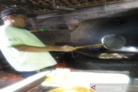 Perajin tahu Kulon Progo tetap berproduksi meskipun harga kedelai mahal