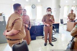 Perdana bertugas, Wabup Pesisir Selatan kunjungi staf ke ruangan