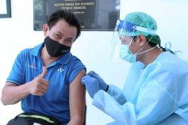 Legenda bulu tangkis terima vaksin COVID-19 di RSON Cibubur