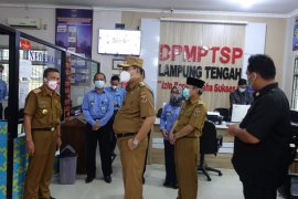 Bupati Lampung Tengah sidak pelayanan di Dinas PTSP dan Disdukcapil