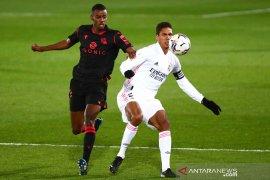 Manchester United ingin merekrut Raphael Varane