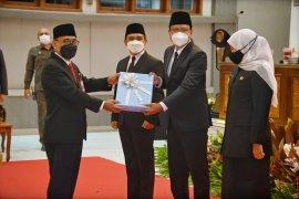 Khofifah tantang Gus Ipul jadikan Pasuruan sebagai Singapura-nya Jawa Timur