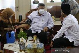 Wali Kota Solok ikuti vaksinasi COVID  tahap dua