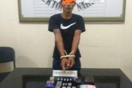 Polres Agam tangkap pengedar beserta 12 paket sabu