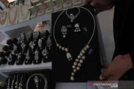 UMKM perkenalkan Rumah Lumbung Sasak lewat produk perhiasan