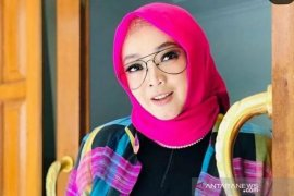 Mengenang Rina Gunawan, sosok hangat di layar  kaca Indonesia