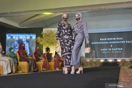 FASHION SHOW KAIN KHAS SUMSEL Page 4 Small