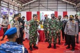 Panglima TNI dan Kapolri meninjau pelaksanaan vaksinasi  Page 2 Small