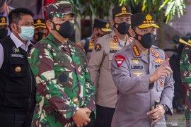 Panglima TNI dan Kapolri meninjau pelaksanaan vaksinasi  Page 5 Small