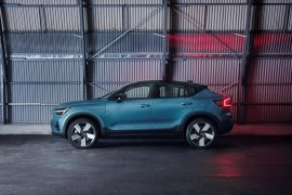 SUV listrik Volvo C40 Recharge siap dijual secara online