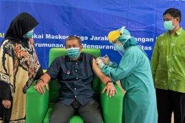 Wali Kota Yogyakarta menjalani vaksinasi COVID-19