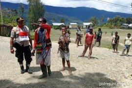 Situasi  kondusif, warga Intan Jaya kerja bakti bersih lingkungan