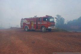 Damkar padamkan sisa karhutla di Kabupaten Bintan