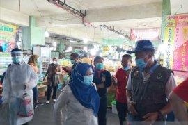 Pekanbaru gelar vaksinasi Sinovac bagi pedagang diawali di Pasar Bawah