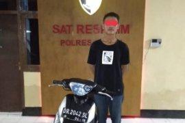 Seorang pelajar dibekuk karena mencuri sepeda motor warga