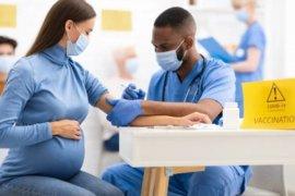 Amankah vaksinasi COVID untuk ibu hamil dan menyusui?