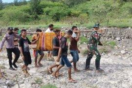 TNI bantu evakuasi jasad warga terseret sungai Taloi di Kabupaten Kupang