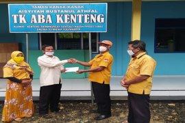 Ketua MKGR Kulon Progo serahkan bantuan pembangunan TK ABA Kenteng