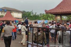 Polisi bubarkan lomba burung berkicau karena  undang kerumunan