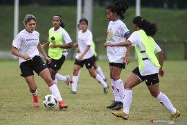 Timnas sepak bola putri jalani latihan perdana hadapi SEA Games 2021