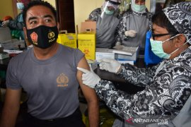 Sebanyak 225 personil Polres Pasaman Barat jalani vaksinisasi COVID-19