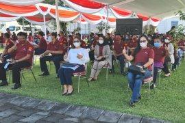 Karyawan Hotel Grand Inna Malioboro mendapatkan vaksin COVID-19