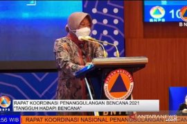 Mensos Tri Rismaharini sebut pandemi buat angka kemiskinan Indonesia lebih berat