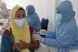 Tetap patuhi protokol kesehatan setelah disuntik vaksin COVID-19, kata bupati