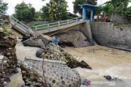 Jembatan DAM Putus