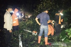Rabu malam, dua bencana alam terjadi di Agam