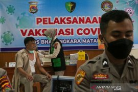 4.593 personel polisi dan 135 ASN Polri di NTB telah divaksinasi COVID-19