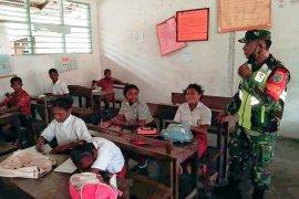 Babinsa berikan materi wawasan kebangsaan siswa SD negeri 1 Numfor