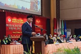 Gubernur paparkan isu strategis Megatrends 2030 di wisuda UNP ke 122