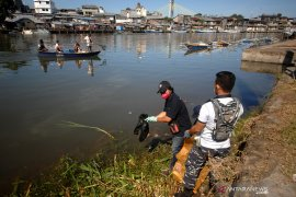 Aksi Bersih Sungai LAntamal VIII Manado Page 4 Small