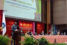 Wagub Sumbar bagikan kisah suksesnya kepada wisudawan UNP