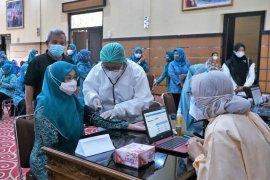 PKK Mataram membuka posko vaksinasi COVID-19 bagi jamaah pengajian