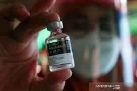 Vaksinasi di Pasar Kebon Roek Mataram