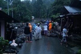 Banjir bandang landa Lingkungan V Kelurahan Bahu, Siau Timur