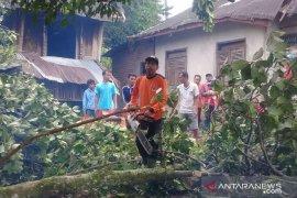 Angin kencang akibatkan 23 unit rumah rusak di Agam, berikut lokasinya