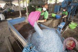 Ibnu bisa belajar sambil berwisata ke Pulau Dewata Bali berkat sampah