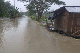 Jari tangan Bripka Riki putus saat evakuasi korban  banjir Keerom