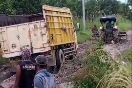 Jalan Desa Sumber Makmur di Kabupaten Mesuji becek dan berlumpur  Page 2 Small