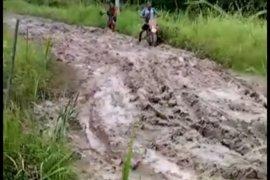 Jalan Desa Sumber Makmur di Kabupaten Mesuji becek dan berlumpur  Page 3 Small